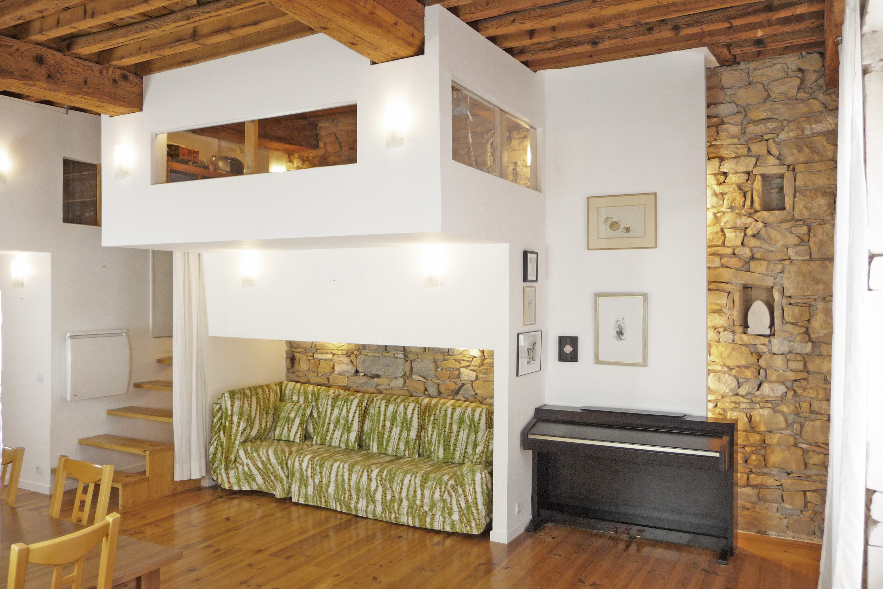 Volume n°2 - Chambre d'enfant en mezzanine et alcôve pour le canapé du salon