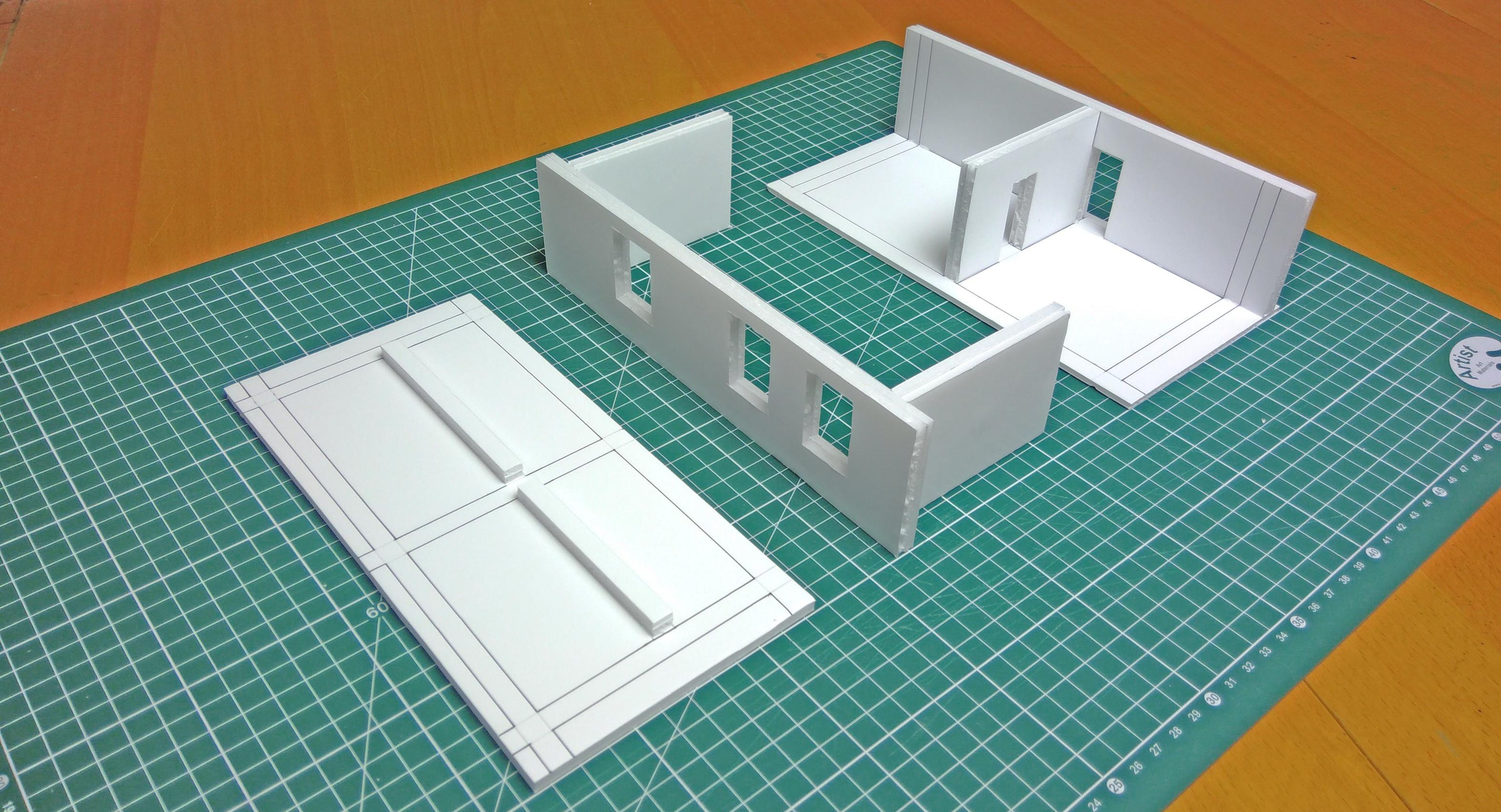 Maquette de l'appartement assemblée en trois parties distinctes